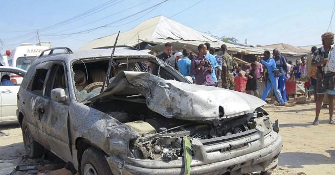 Най-малко осем цивилни са загинали при взрив на кола бомба