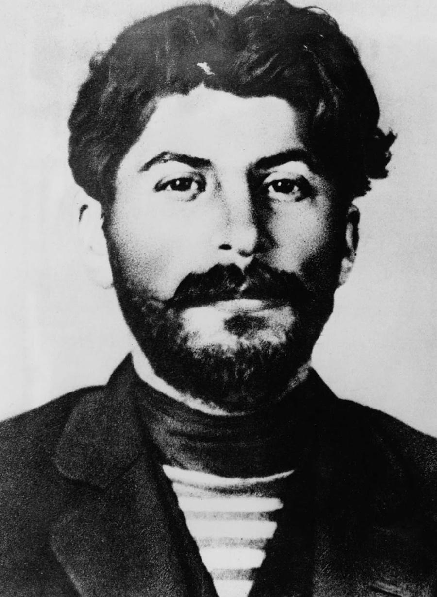 Сталин след като е пуснат от заточение.