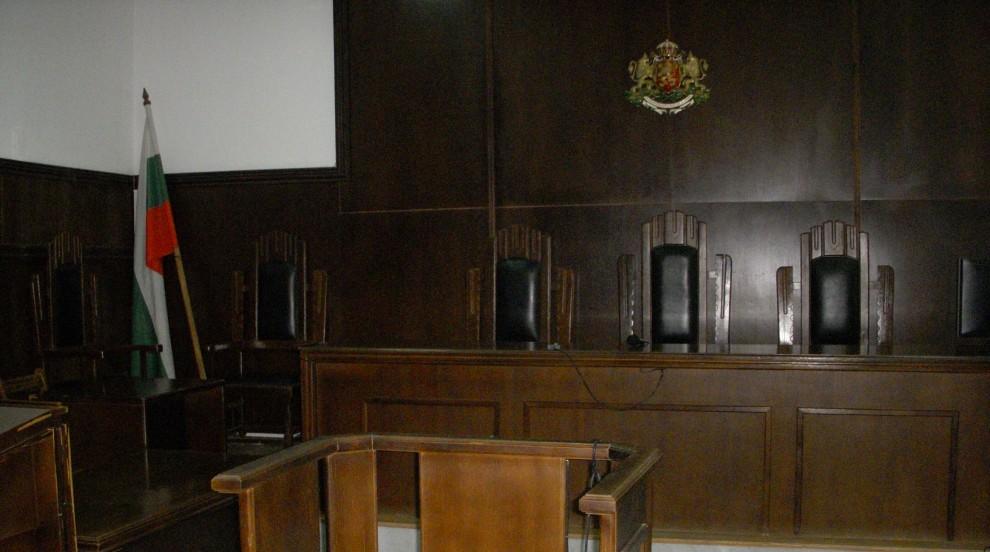Осъдиха Община Добрич да плати 16 бона на мъж, счупил крак на заледен участък