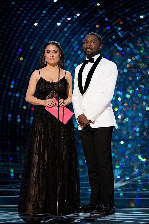 Салма Хайек и Дейвид Ойелово представят наградата за най-добър документален филм