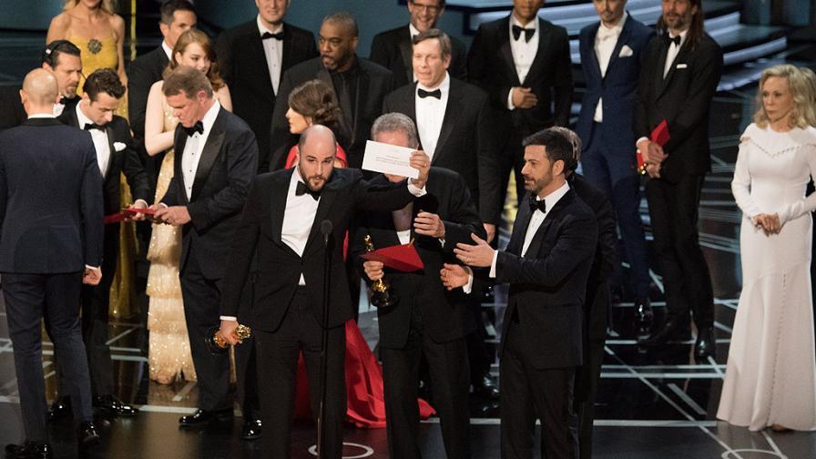 """Смъртни заплахи след най-големия гаф на """"Оскар""""-ите"""