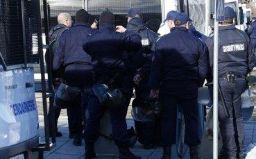 Стана ясна цялата хронология на мелето в Пловдив, полицаят е намушкан на 2 места