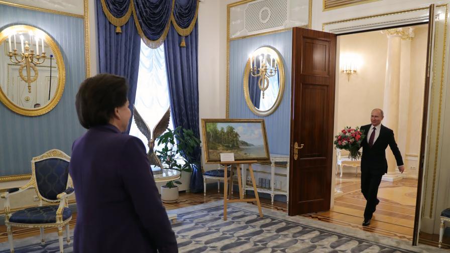 Жената, която Живков награди, а Путин ѝ носи цветя