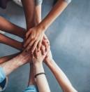 Как отблъскваме приятелите, близките и хората около нас?