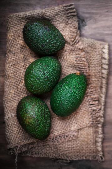1. Авокадото е подходящо за консумация, както от деца, така и от възрастни.