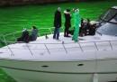 Оцветиха река Чикаго в смарагдово зелен цвят