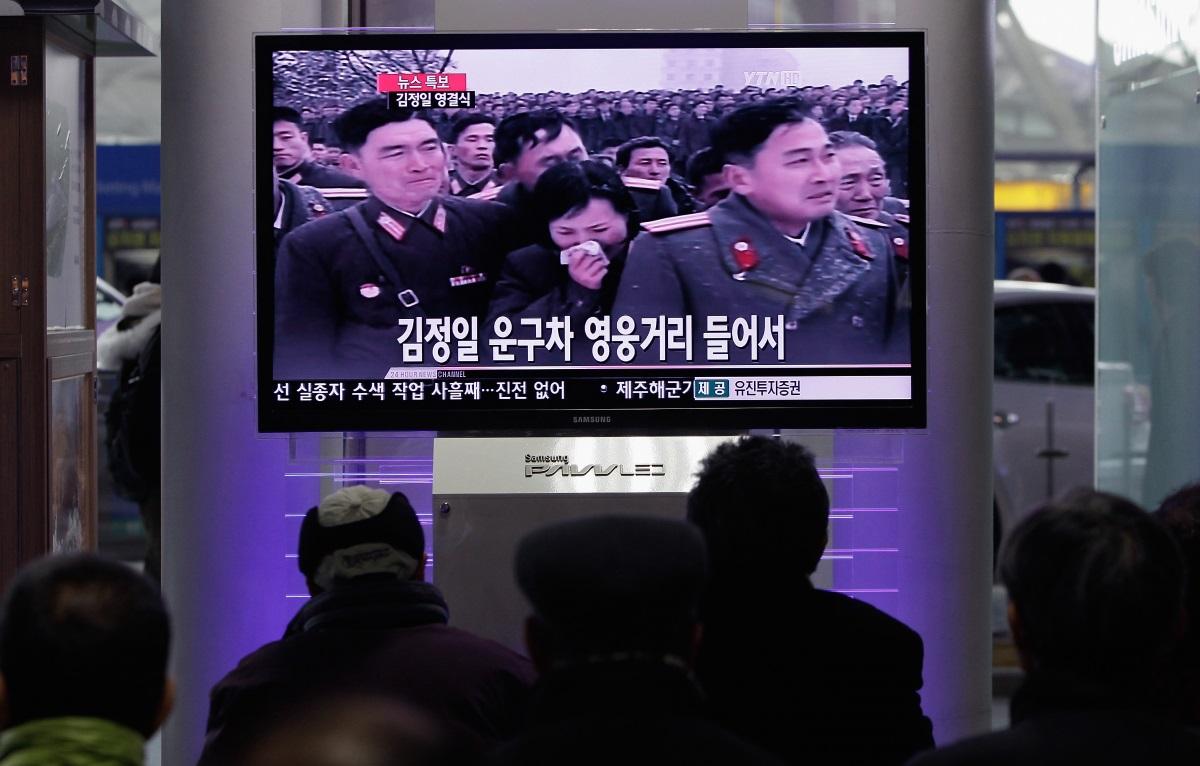 Недостатъчно искрен траур - при смъртта на Ким Чен Ир севернокорейците трябваше да плачат безутешно 100 дни за загубата на своя лидер. Тези, които не бяха достатъчно скърбящи, бяха изпратени в трудов лагер, или осъдени на смърт.