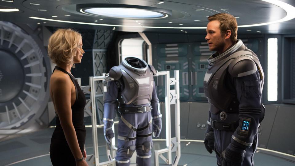 """Кадър от филма """"Пасажери"""", който разказва една любовна история в космоса"""