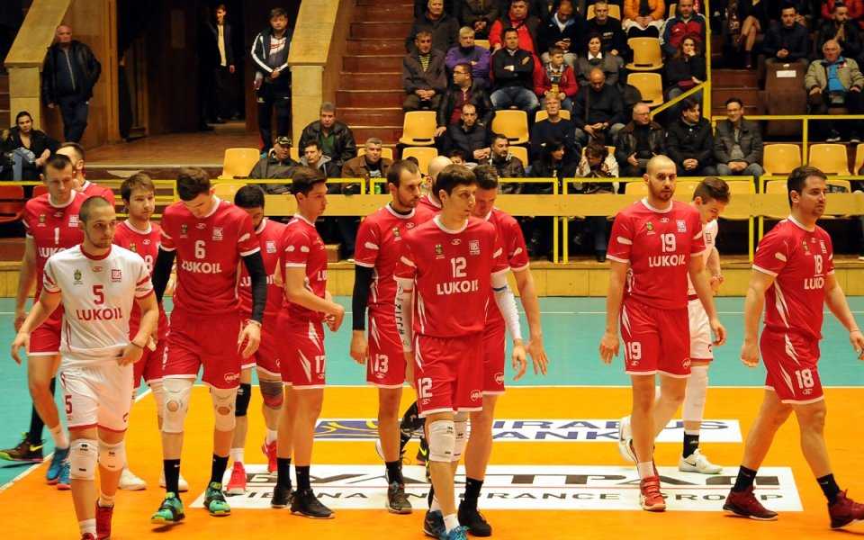 Христо Янев и компания викаха за победата на волейболистите на Нефтохимик
