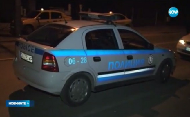 Двама задържани за увреждане на 30 коли