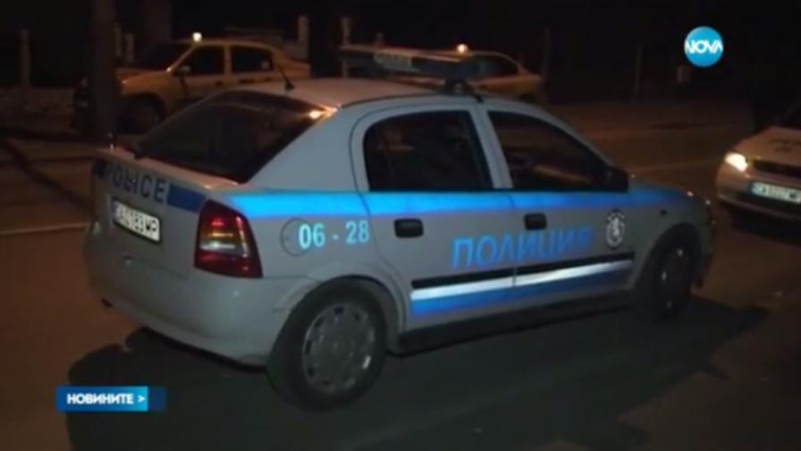 <p>Младежи изпочупиха 30 коли</p>