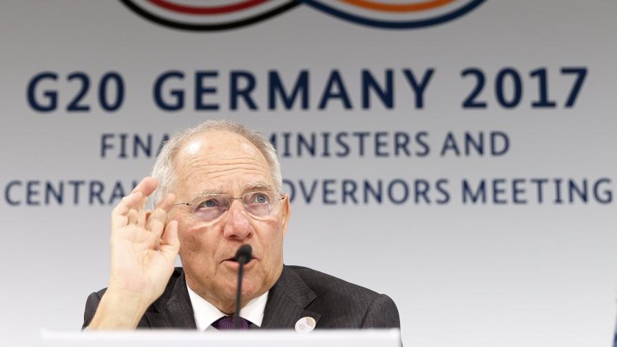 Шойбле иска отделен парламент на еврозоната