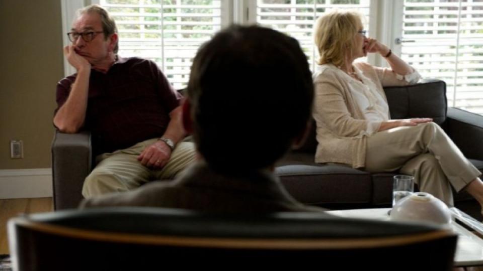 """Кадър от премиерния филм """"Любовна терапия"""" с участието на Мерил Стрийп и Томи Лий Джоунс"""