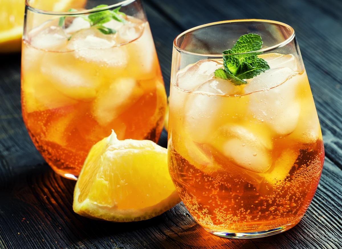 Студени газирани напитки - пиенето на газирани напитки сутрин може да увреди лигавиците и да намали притока на кръв към стомаха. Освен това, студените напитки свиват кръвоносните съдове на стомаха и влошават локалното кръвообръщение, което може да влоши процесите на преработване на храната.