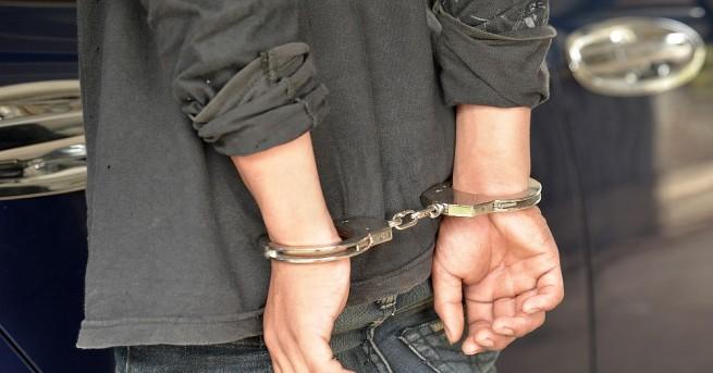 Снимка: Задържаха мъжа, подал фалшив сигнал за бомба на Летище София