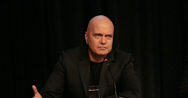 Днес депутатите практически извършиха държавен преврат, заявява телевизионният водещ Слави