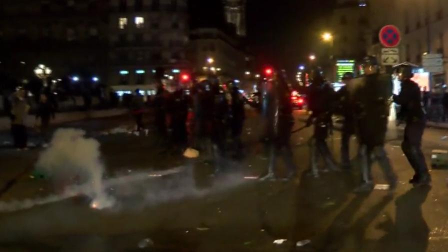 За трета поредна нощ Париж изглежда така