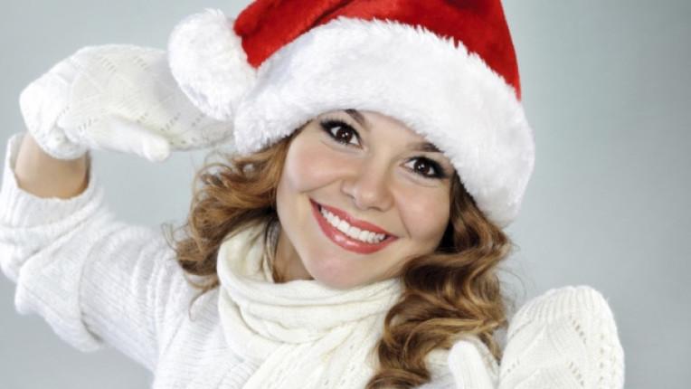 коса коледа жена шапка усмивка