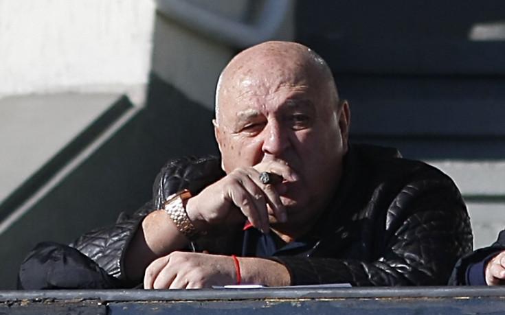 Славия пусна жалба заради обиди към Венци Стефанов