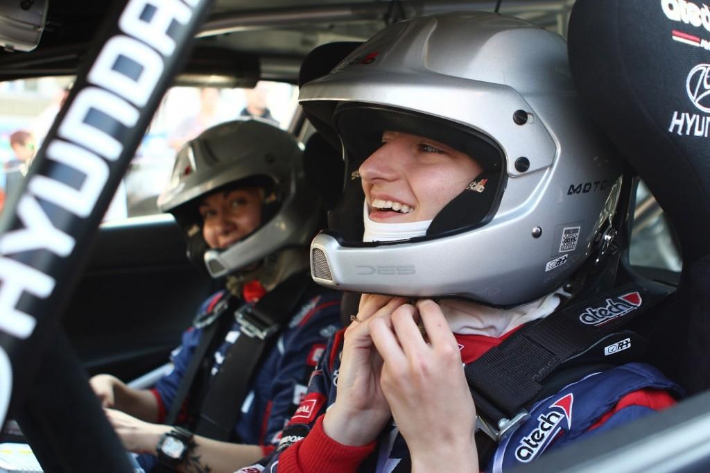 Дамският екипаж в Hyundai Racing Trophy - Гъркова/Павлова<strong> източник: knowbox</strong>