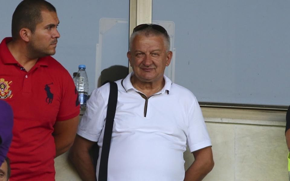 Крушарски: Нямаме пари за Меси и Роналдо, но за приближени до тях има