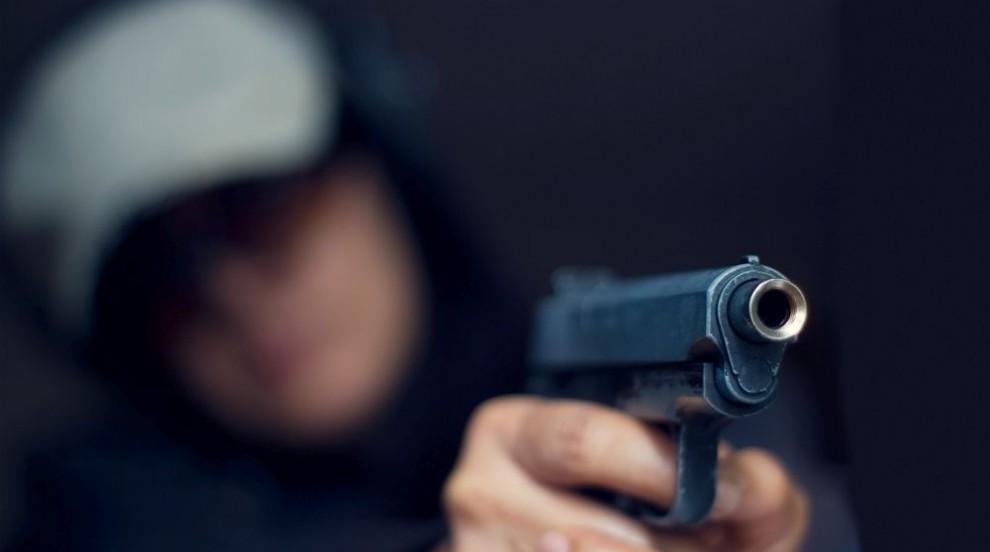 Драма във Франция: Въоръжен взе заложници в супермаркет, има убит...