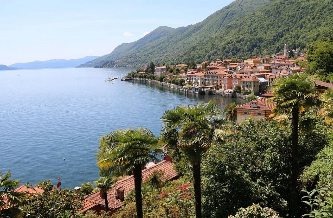 Ема живее в малък апартамент до Лаго Маджоре – езерото, което Италия дели с Швейцария