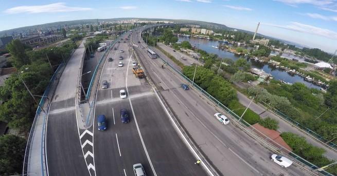 Катастрофа затруднява движението на Аспаруховия мост във Варна, предаде Агенция