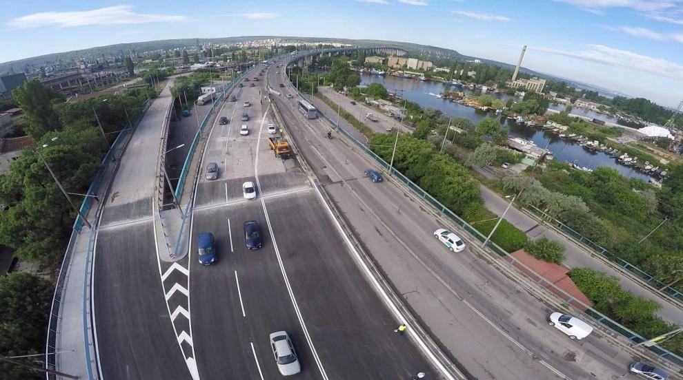 Автобус блъсна кола на Аспарухов мост във Варна, четирима са ранени