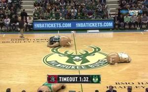 Голям смях! Ето как се забавляват в NBA!
