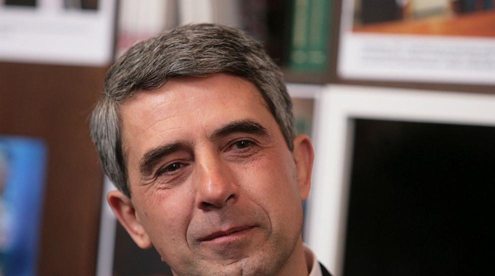 Плевнелиев критикува Румен Радев, действал като генерал и популист