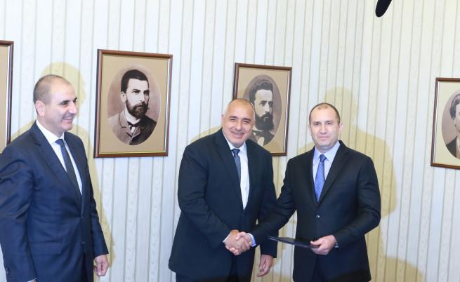 Бойко Борисов получава проучвателен мандат за съставяне на правителство от президента Румен Радев
