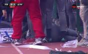 Феновете на Левски удариха треньор на ЦСКА