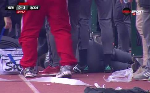 Феновете на Левски удариха Стефан Генов