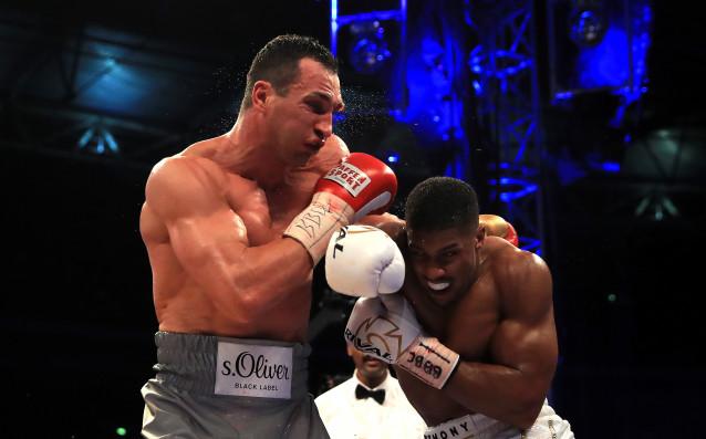 Шампионът на IBF, IBO, WBA и WBO в тежка категория