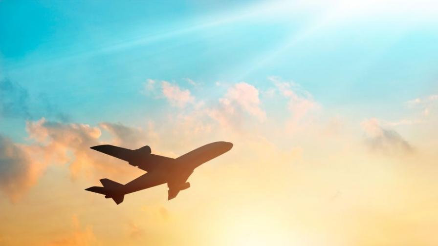 Самолет кацна извънредно в Кьолн, трима са задържани