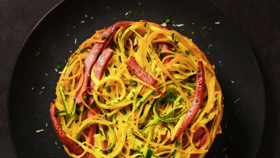 Спагети пай с хамбургски салам
