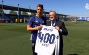 Роналдо получи специален подарък за гол номер 400