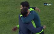 Гонзо и Митов с приятелска прегръдка след мача