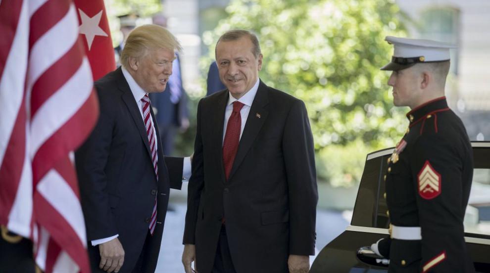 """Тръмп е писал на Ердоган с молба да не """"бъде глупак"""" с операцията в Сирия"""