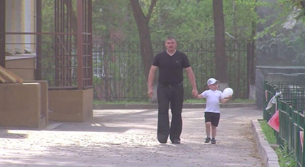 4-годишен състезател по вдигане на тежести впечатлява със сила и издръжливост