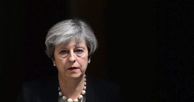 Полицейска охрана изведе британския премиер Тереза Мей след срещата й