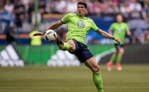 Марио Гомес поведе Волфсбург към спасението