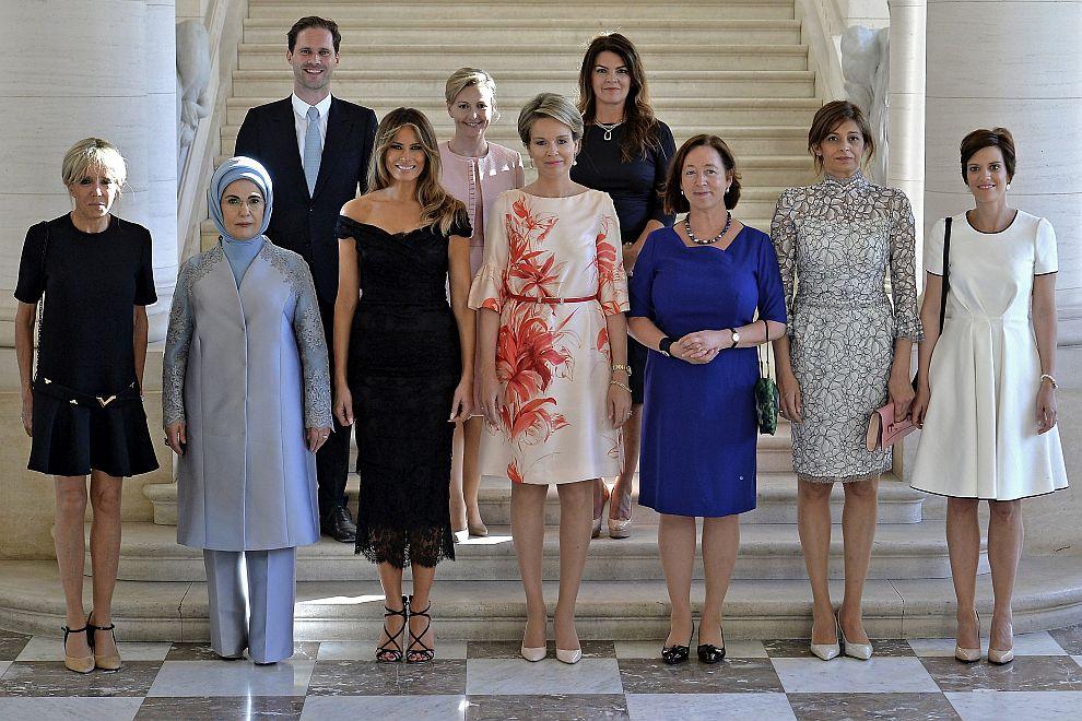 Първата дама на Франция Бриджит Макрон, първата дама на Турция Емине Ердоган, първата дама на САЩ Мелания Тръмп, белгийската кралица Матилда, Ингрид Шулеруд-Столтенберг (съпругата на генералния секретар на НАТО Йенс Столтенберг), Десислава Радева (съпругата на българския президент Румен Радев), Амели Дербодренгиен (съпруга на белгийския премиер Шарл Мишел), Готие Дестене (съпруг на премиера на Люксембург Ксавие Бетел), Мойка Стропник (съпруга на словенския премиер Мирослав Церар), първата дама на Исландия Тора Маргрет Балдвинсдотир