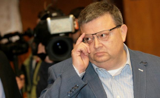 Цацаров разкри как действа цигарената мафия в България