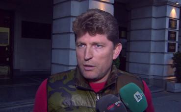 Фенове на ЦСКА нападнаха Стойчо Стоилов, отправиха тежки обвинения