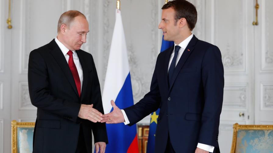 Владимир Путин и Емануел Макрон