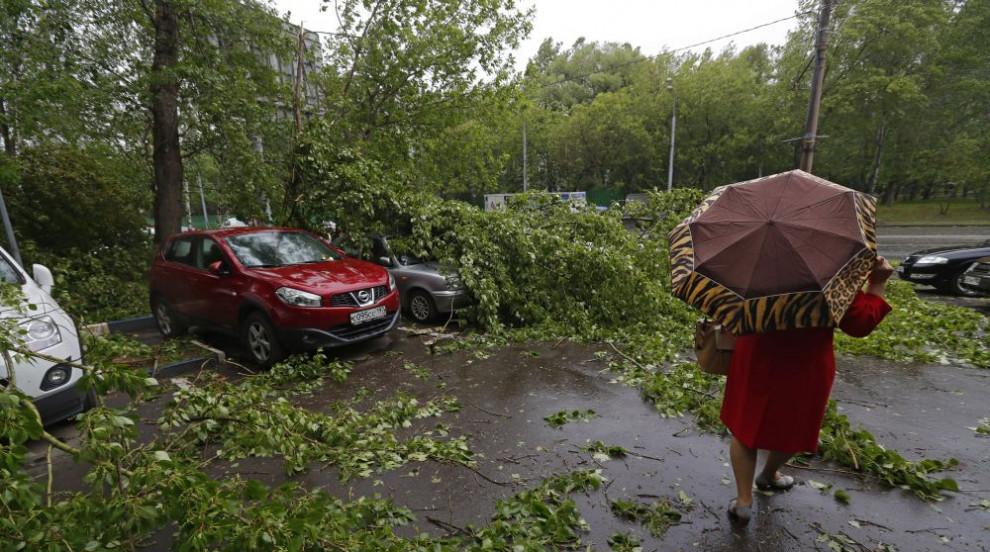7 жертви на ураган в Москва (ВИДЕО/СНИМКИ)