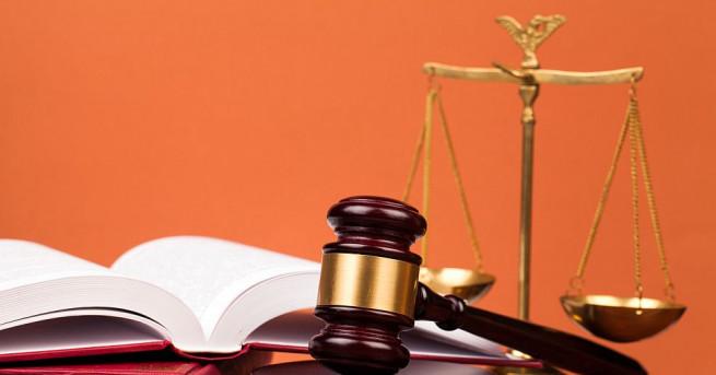 Деветокласник застава на подсъдимата скамейка заради жестоко убийство в село