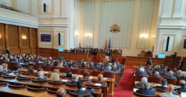 Парламентът единодушно прие на първо четене поетапно увеличение на минималната